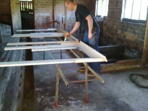 Päivä 10 - ikkunalautojen teollista tuotantoa navetassa