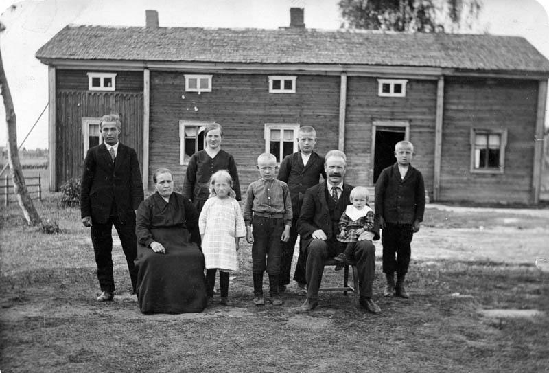 S-VK-1001W - Kasperi Salmela perhe