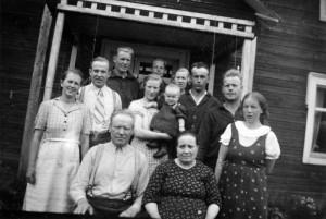 S-VK-1005W - Kasperin perhettä Kasperin tuvalla