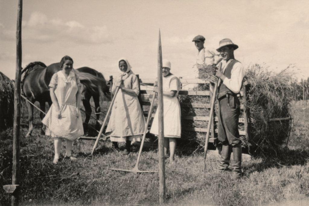 Pusalan Passarin tilalla heinätöissä 1928 web
