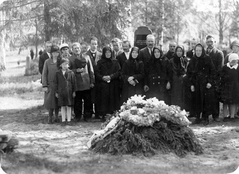 S-VK-0034W Aaprama Matinpojan hautajaiset