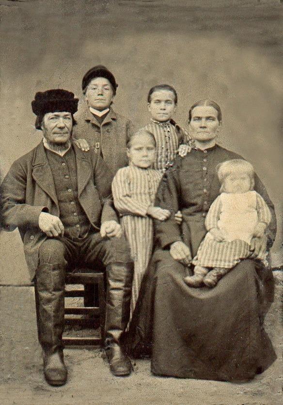 S-VK-0045W - Juho Kallenpoika Hyyppä ja Liisa Kreeta os Salmelan perhe