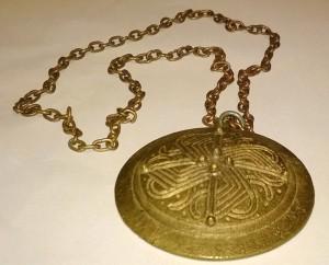 S-VK-0098W - Erkki Salmelan 60-luvulla tekemä amuletti perustuen 1000-luvun solkeen