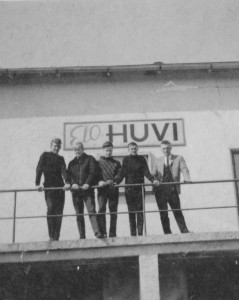 S-VK-1420W Elo-Huvi elokuvateatterilla Esko Salmela ystävineen