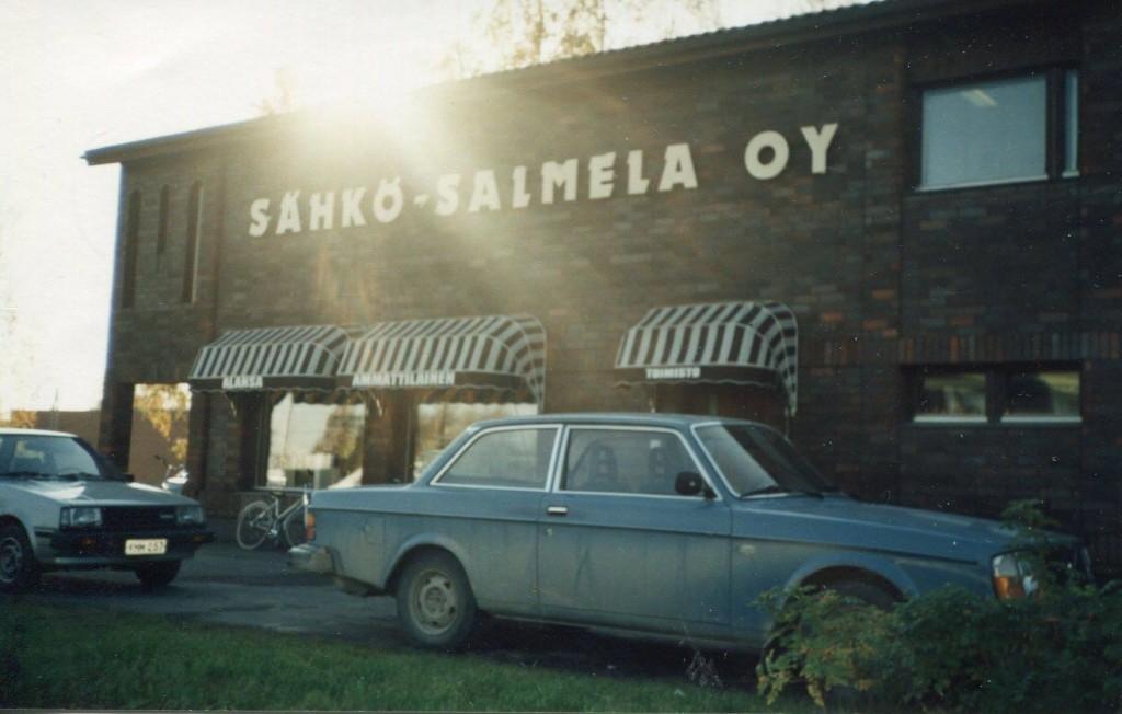 S-VK-1708W Sähkö-Salmela Oy vuonna 1985 valmistuneessa liiketalossa