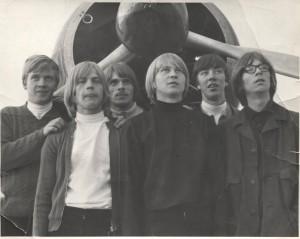 S-VK-1712W - Pekka ja Jorma Salmelan bändi ja Pyry hävittäjän moottori