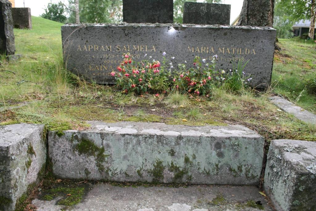 S-VK-3005W - Hauta Aaprami ja Tilta Salmela sekä Laina Salmela Vetelissä