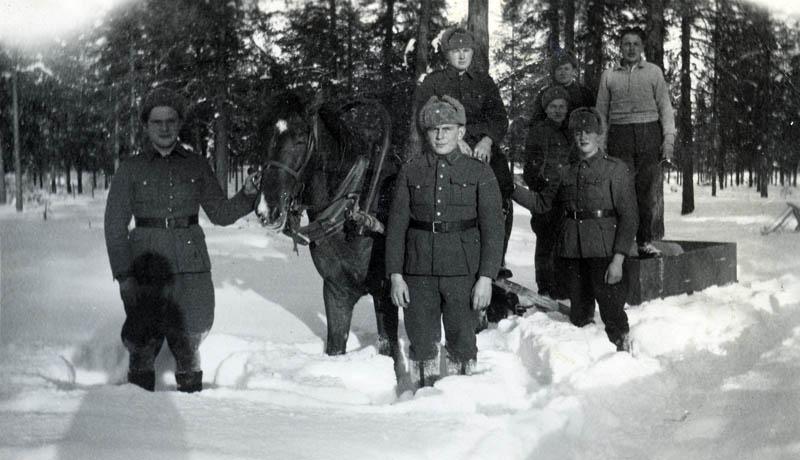 S-VK-4160W - Reemi Salmela ja sotilaita