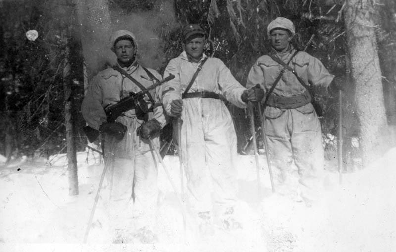 S-VK-4167W - Paavo Salmela ja sotilaita