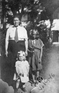 S-VK-4215W Nelma Suutari os Salmela ja Sandfredin lapset Anna ja Saara Salmela