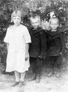 S-VK-4309W Lapset Aino Kalliokoski, Reemi ja Tauno Salmela