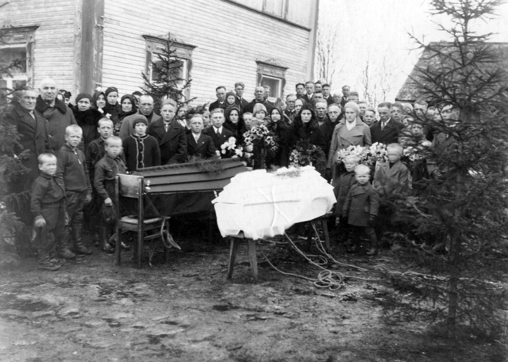 S-VK-4506W Tauno Salmelan ja Laila Kalliokosken os Salmela hautajaiset
