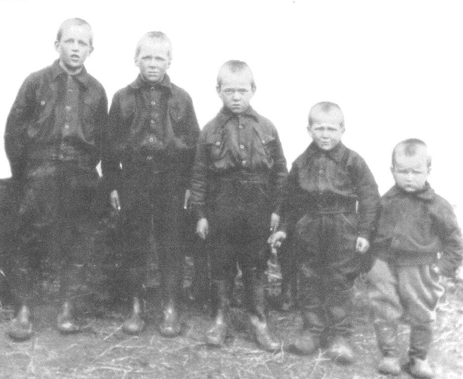S-VK-4612W Yrjö Salmelan pojat