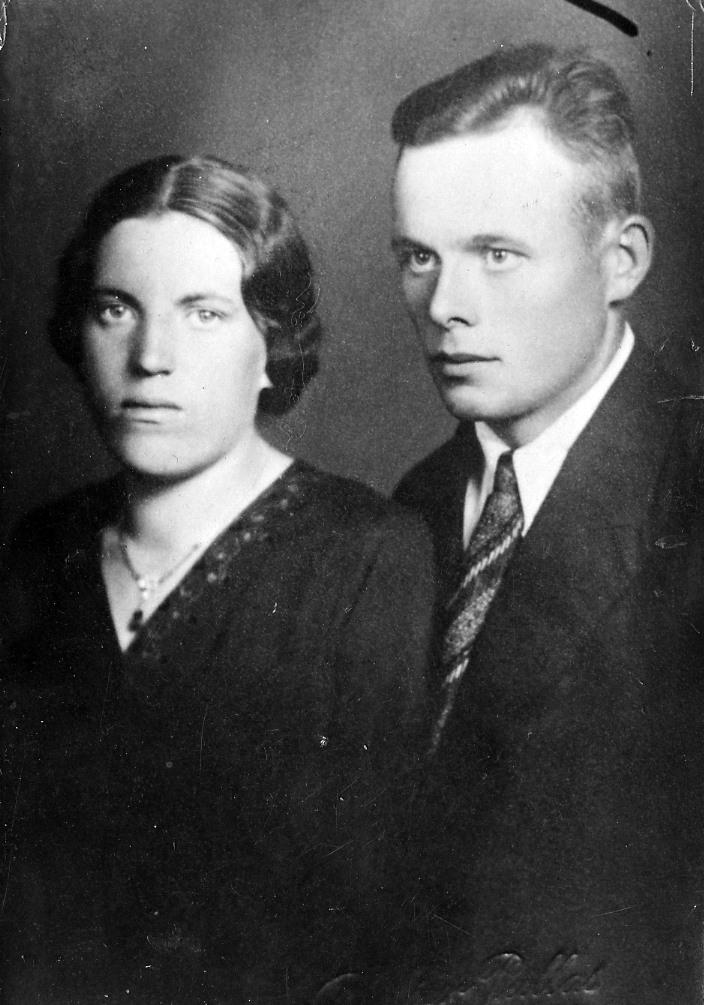 S-VK-4613W Yrjö Mainio Kalliokoski (1912-88) ja Aino Laina os Salmela