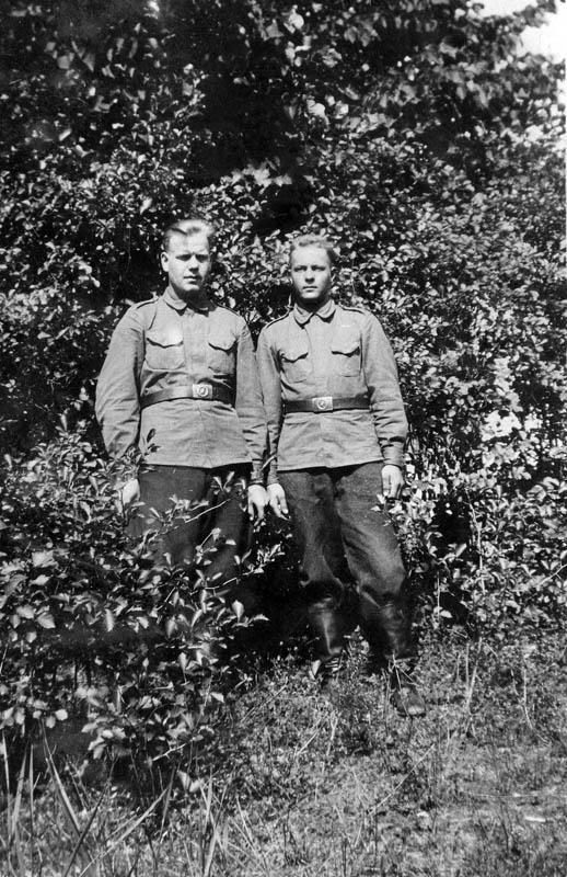 S-VK-S4231W - Martti Salmela ja sotilastoveri