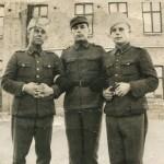 S-VK-S4234W - Jussi Salmela ja sotilaat Kuopion kasarmilla 1944