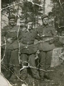 S-VK-S4236W - Jussi Salmela ja sotakaverit