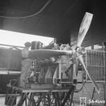 Moottori valmistumassa Kokkolan lentokonemoottorikorjaamolla. Lähde: SA-kuva