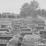 Moottoreita korjattavana Kokkolan lentokonemoottorikorjaamolla. Lähde: SA-kuva