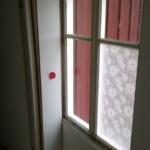 Seinän siirron jälkeen molemman ikkunapanelit ovat vessanpuolella. Näin vessa on valoisampi ja ikkuna siistimpi kun ei ole puoliksi seinän sisällä